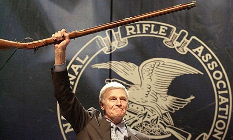charlton-heston-nra-001